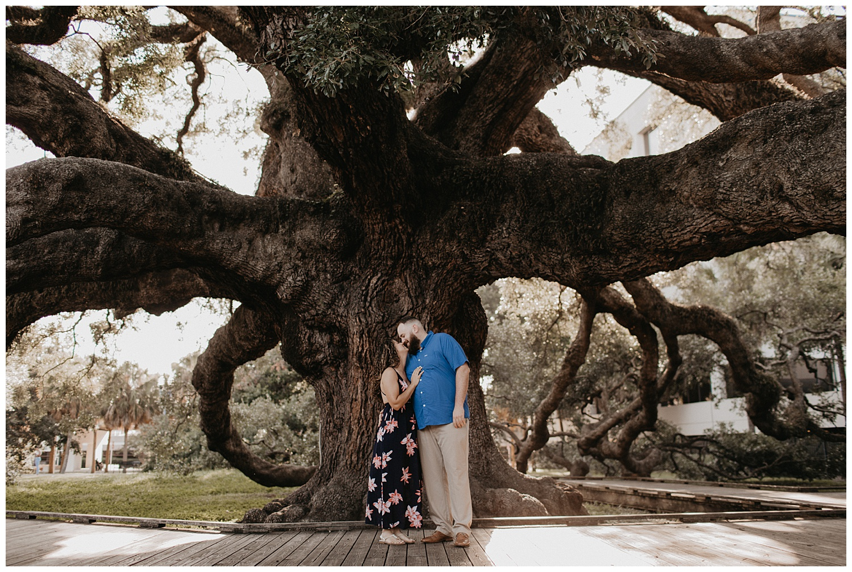 treaty-oak-and-friendship-fountain-engagement-jacksonville-florida_0638.jpg