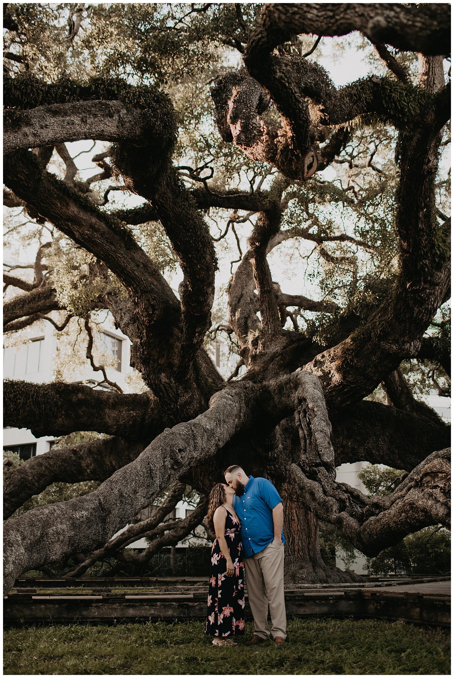 treaty-oak-and-friendship-fountain-engagement-jacksonville-florida_0652.jpg