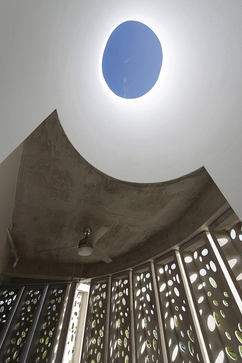El blok hotel natural light skylight vieques puerto rico.jpg