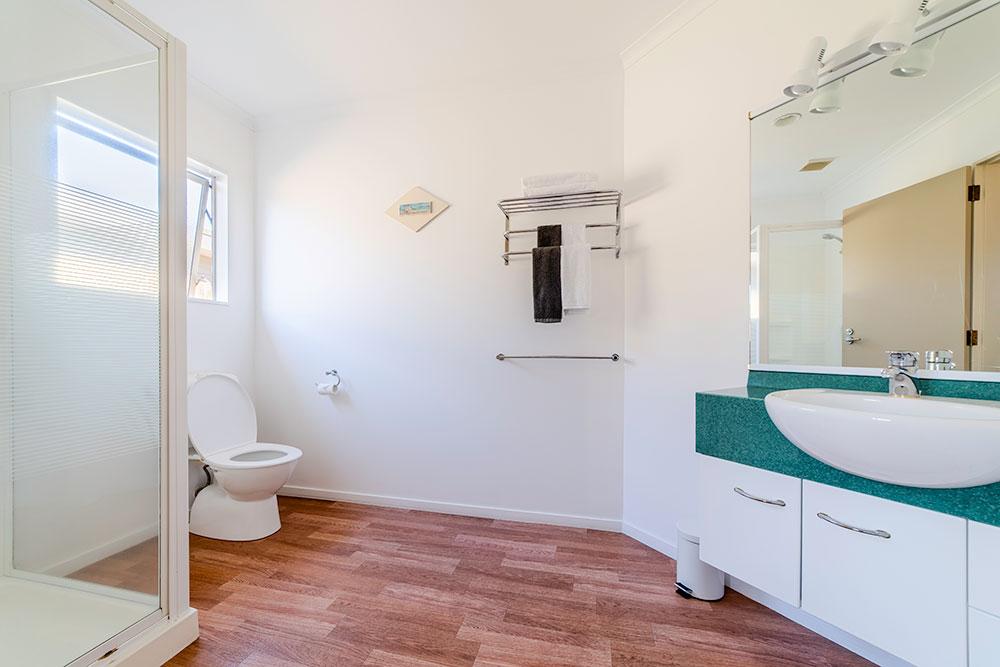 Twinstudio-bathroom1.jpg