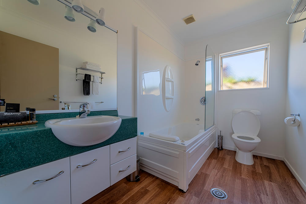 onebedroom-bathroom1.jpg