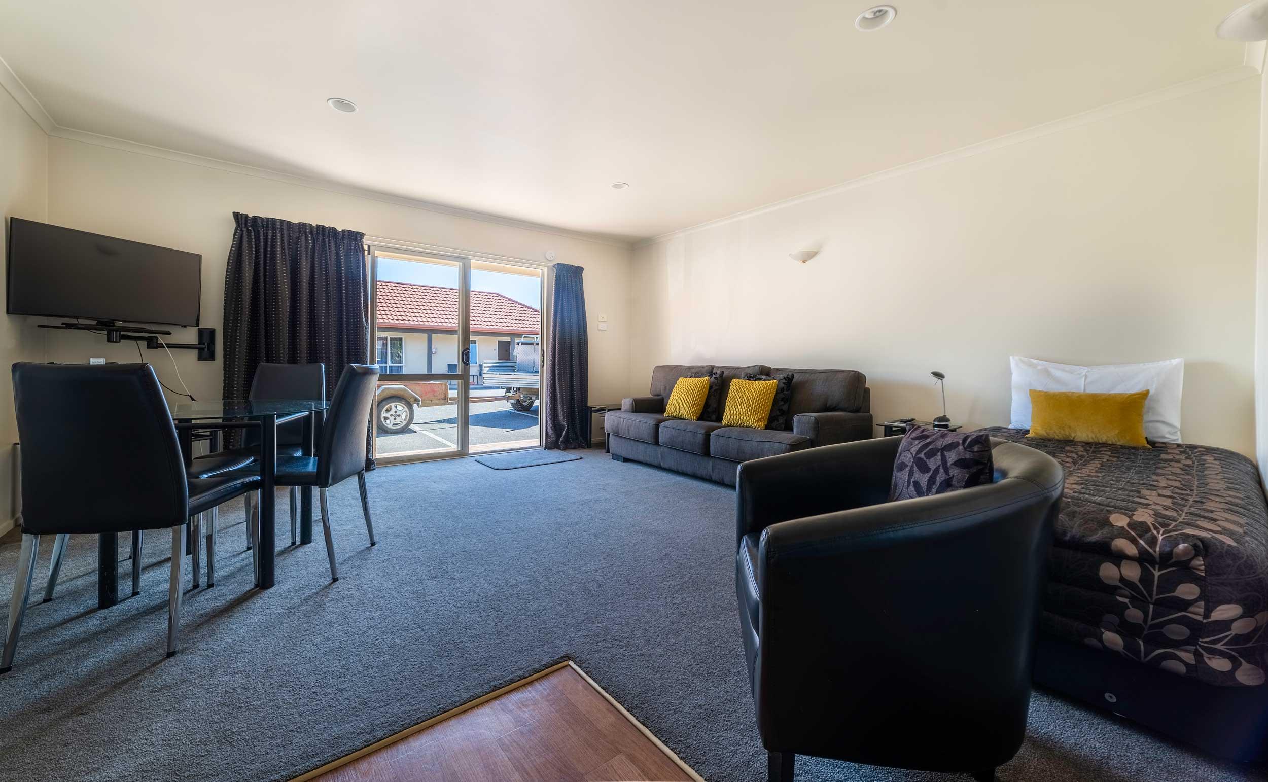 room-2-executive-one-bedroom-suite.jpg