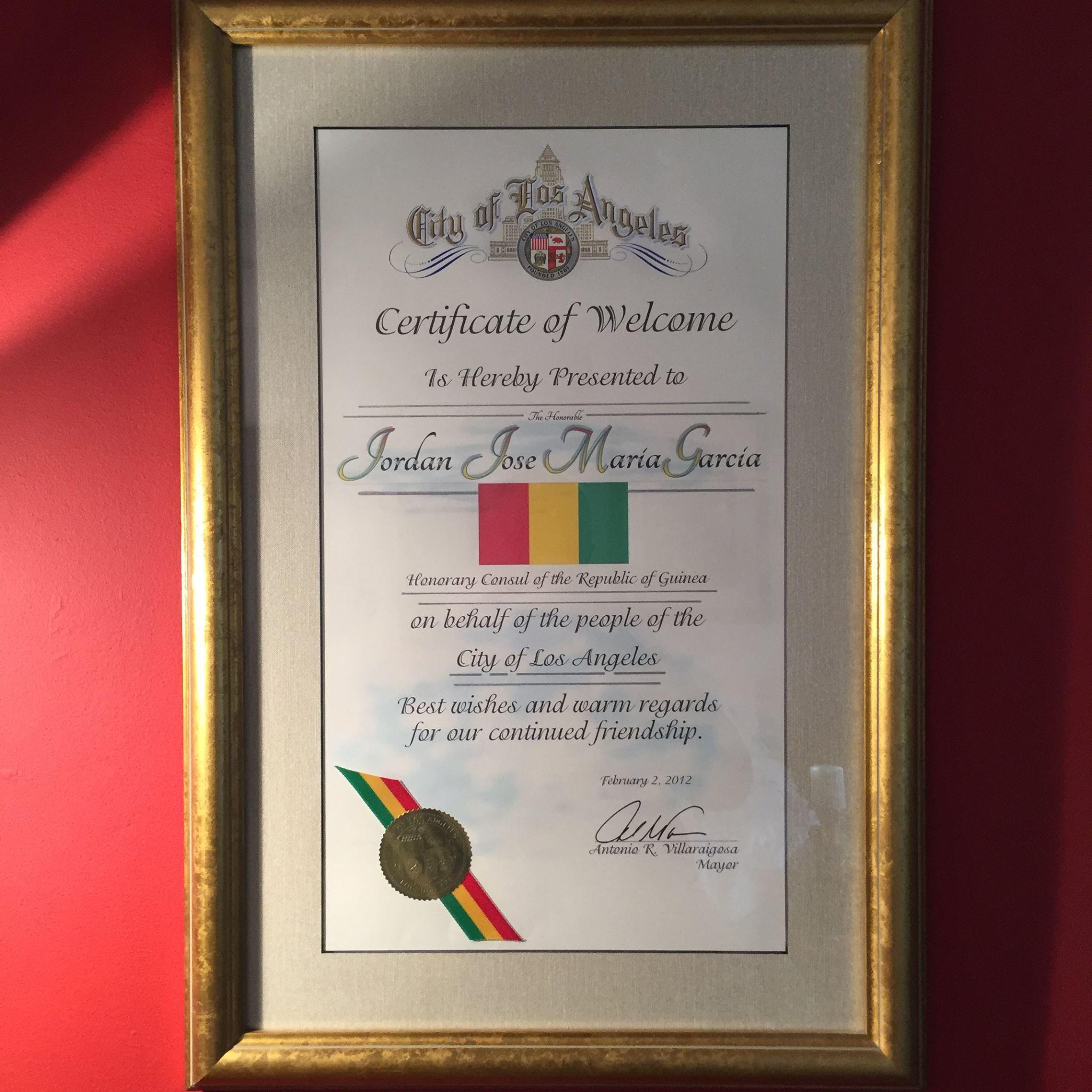 - Le 2 Février 2012, le Consul Honoraire de la République de Guinée pour l'Etat de la Californie l'Honorable Jordan Garcia recevait des mains du Maire de Los Angeles le fameux Certificat de Bienvenu de la Ville de Los Angeles, pour la première fois la République de Guinée était représentée dans l'Etat de la Californie