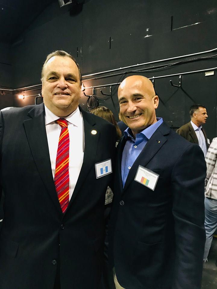 - El Consul Honorario de la Republica de Guinea l'Honorable Jordan Garcia con el Honorable José Barillas Trennert Cónsul General de Guatemala en Los Angele