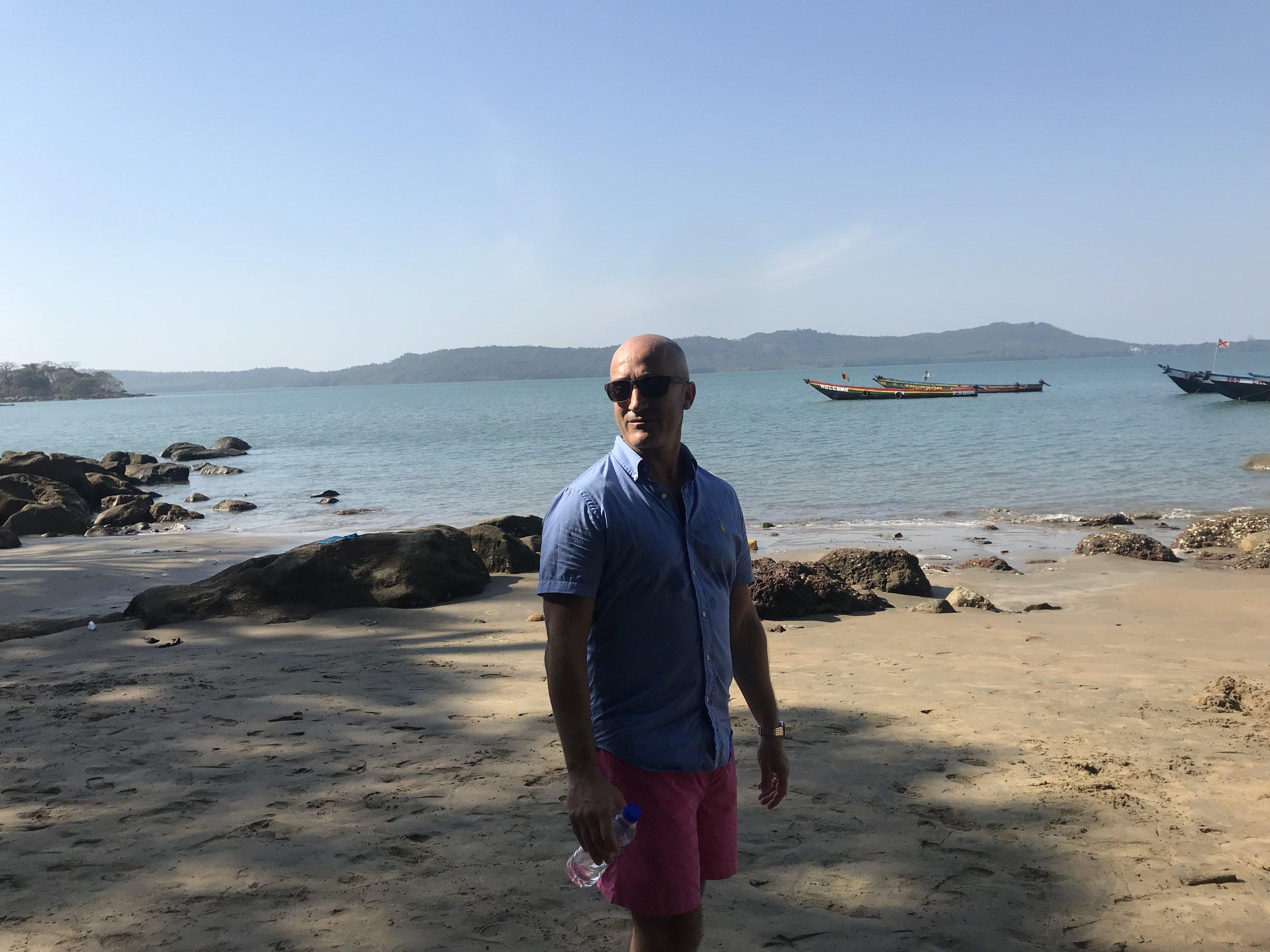 """- """"Le dimanche j'aime me rendre sur les Iles ici visite de l'Ile de Roume avec un très bon lunch chez Jeannot patron de la Villa Elijah Maison d'Hôtes""""http://www.villaelijahguineeconakry.com/en/index.htm"""