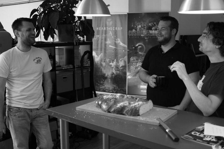 Josef Vorbeck (do meio) no estúdio da Chasing Carrots
