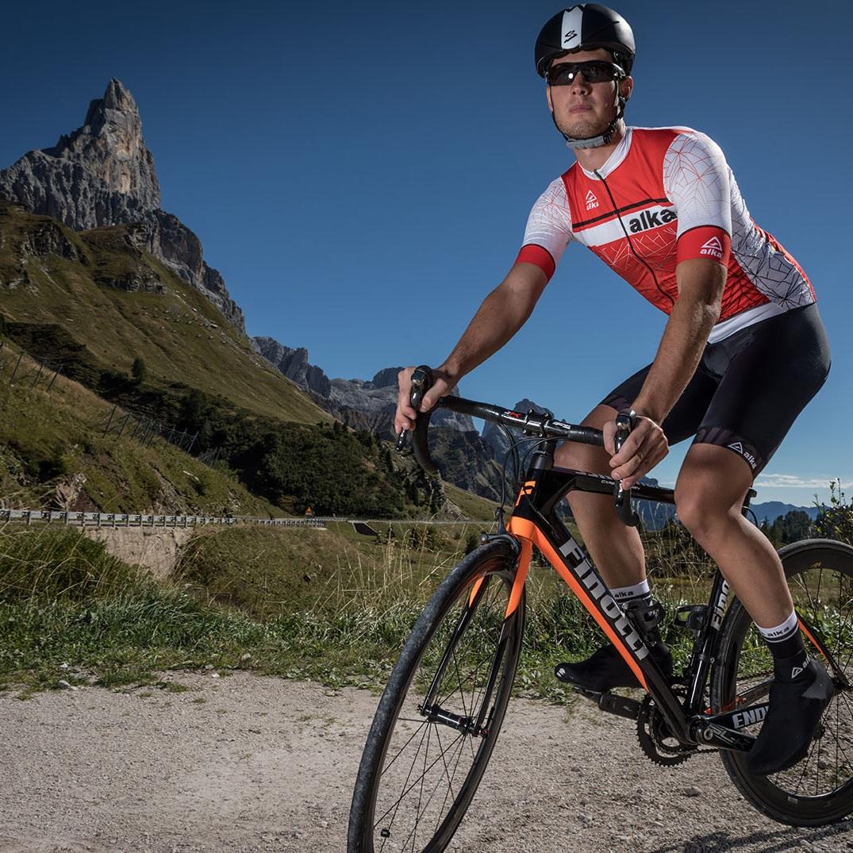 Alka - Abbigliamento da ciclismo custom creato per farti esprimere sempre la massima performance.