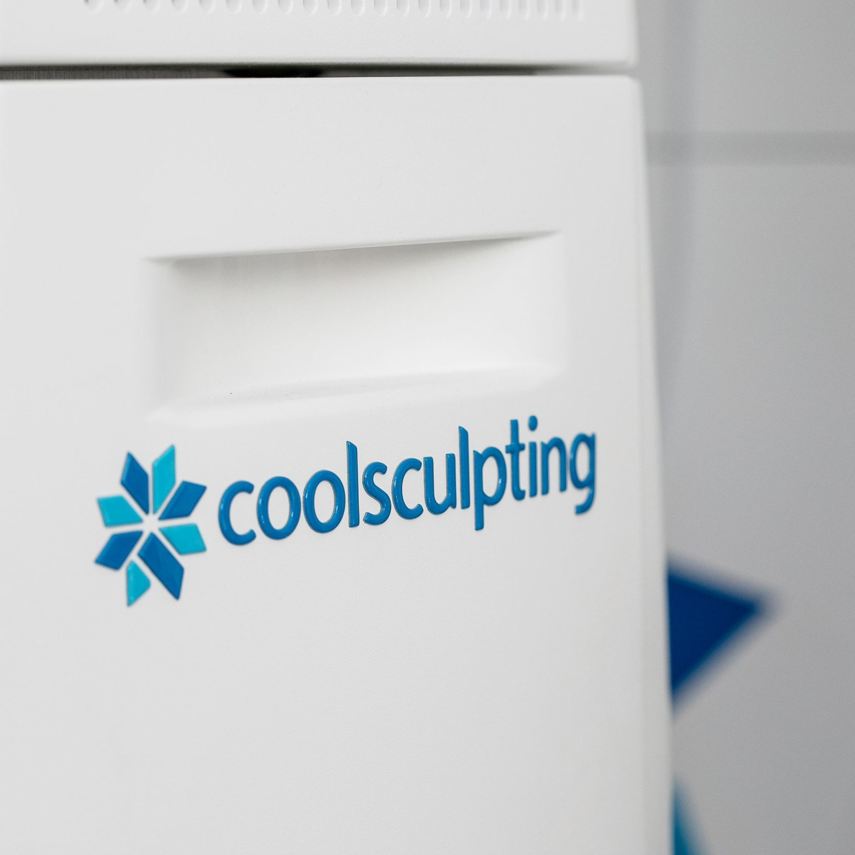 FAT FREEZING - A safe and highly effective treatment that leads to the permanent destruction of fat cells.