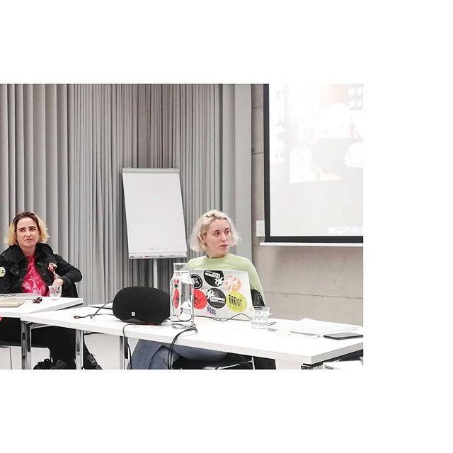 """Paneldiskussion zum Thema """"Öffentlichkeit/Gegenöffenlichkeit kuratieren"""". Nicht getaggt: die beiden GründerInnen und künstlerischen LeiterInnen von #rotorgraz.  Danke an alle für das spannende Gespräch!"""