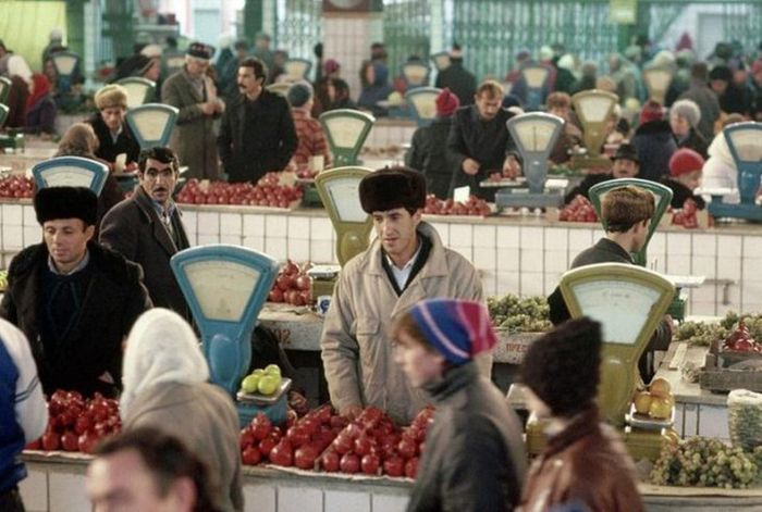 vintage-photos-show-the-markets-of-the-soviet-union-1.jpg