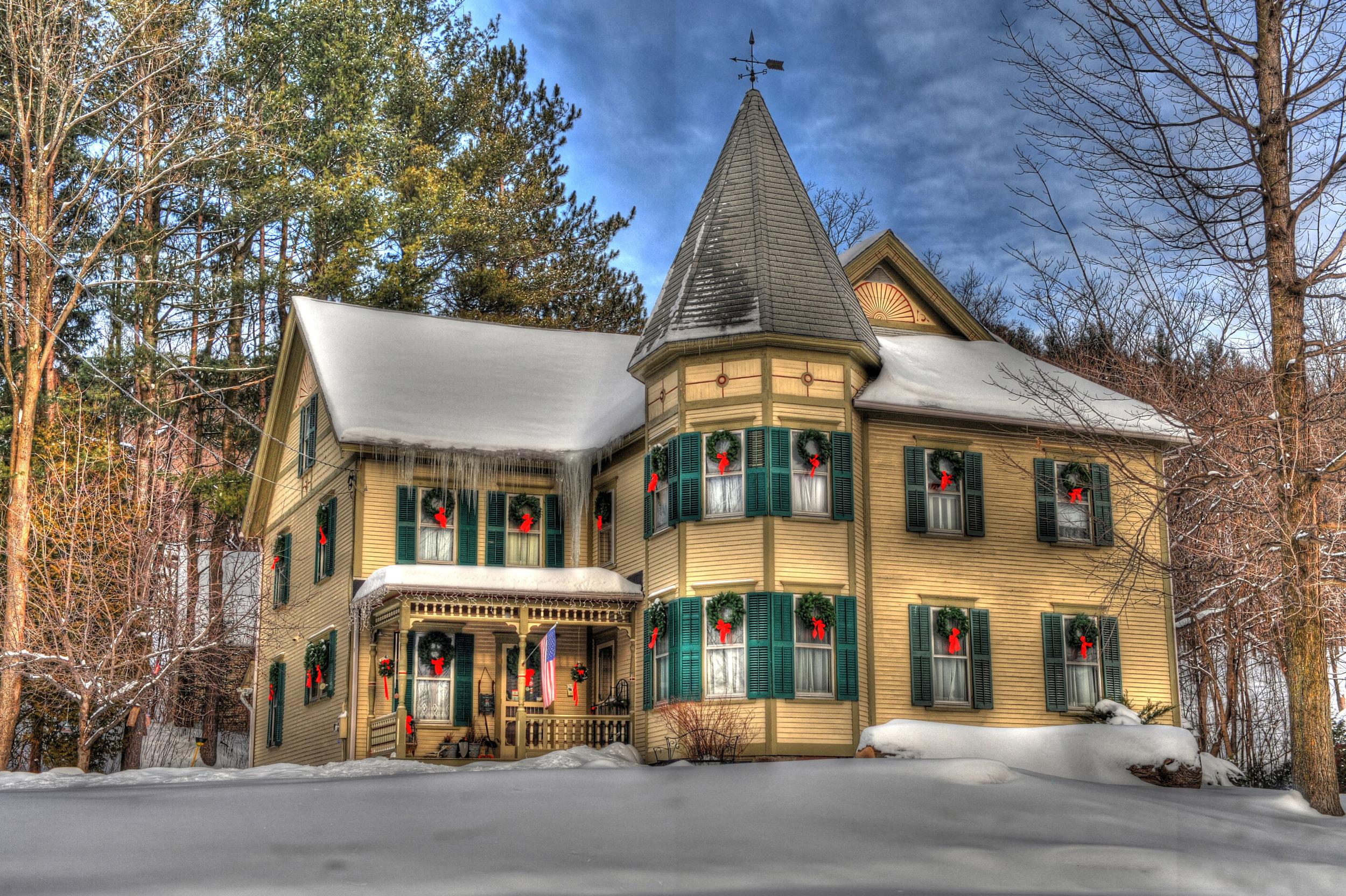 Tonemapped Christmas House Richmond.jpg