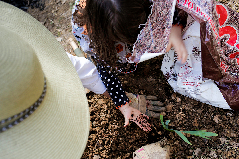 family-documentary-session-mom-daughter-gardening-north-ms.jpg