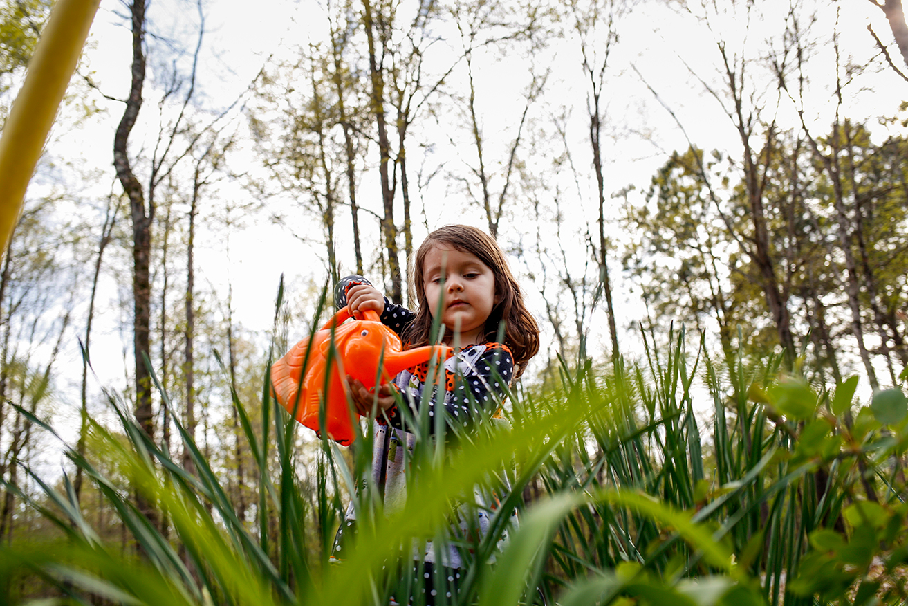 family-documentary-session-mom-daughter-watering-plant-north-ms.jpg