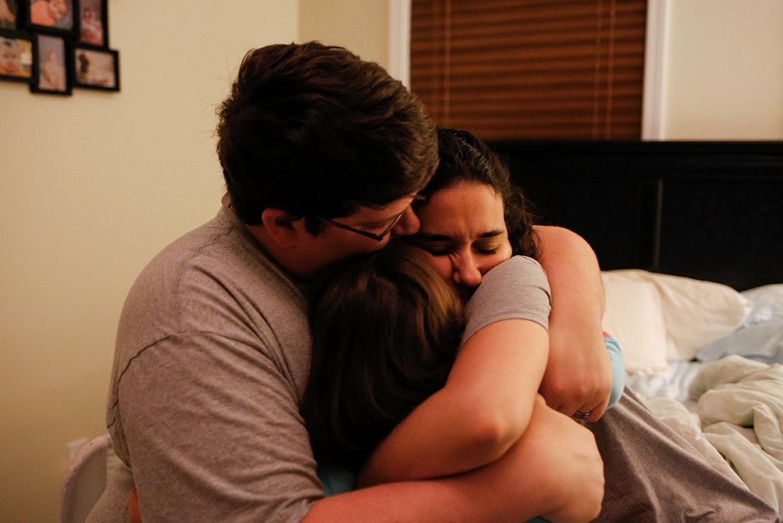 session-family-documentary-photo-hug-family-goodnight-oxford-mississippi.jpg
