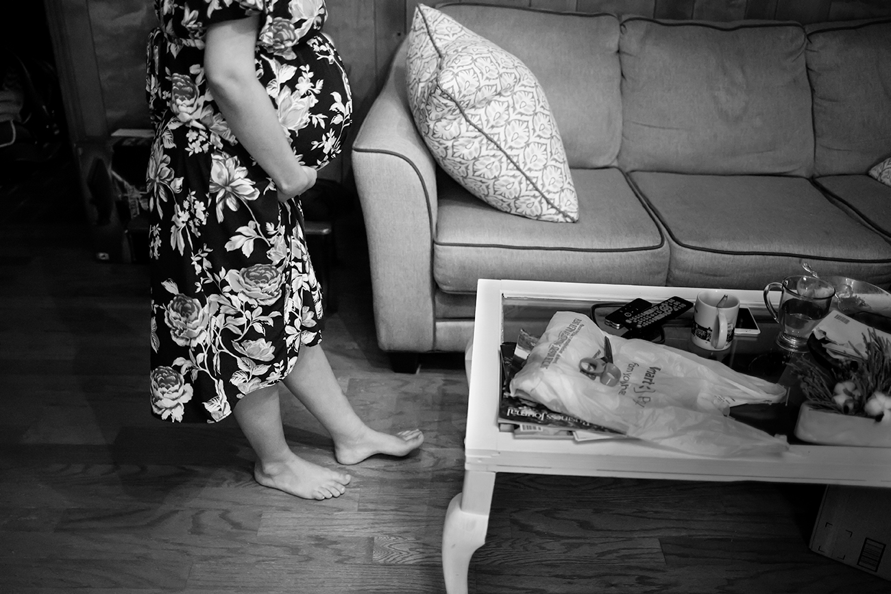 documentary-maternity-photo-session-getting-ready-shoes-clarksdale-mississippi.jpg