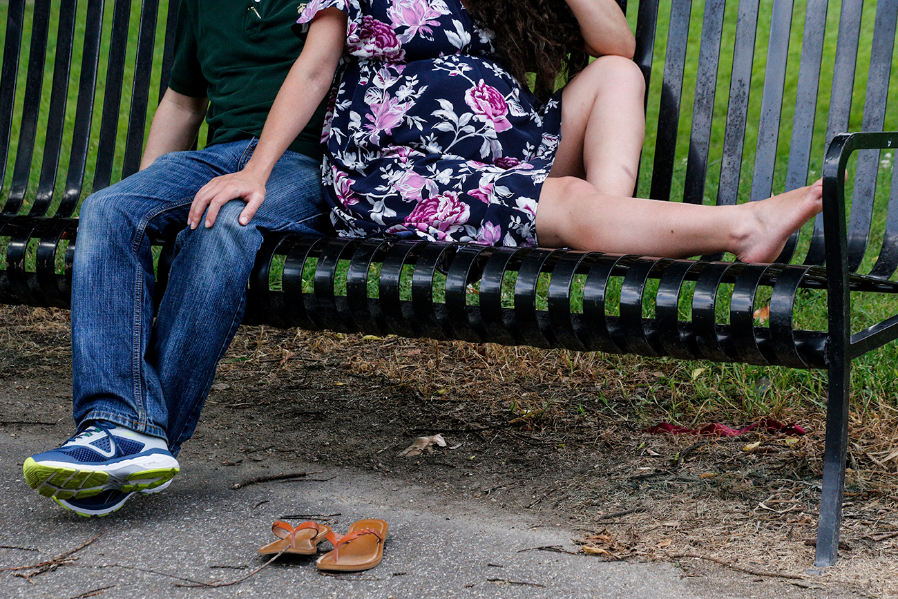 maternity-documentary-session-photo-mom-dad-park-bench-shoes-north-ms.jpg