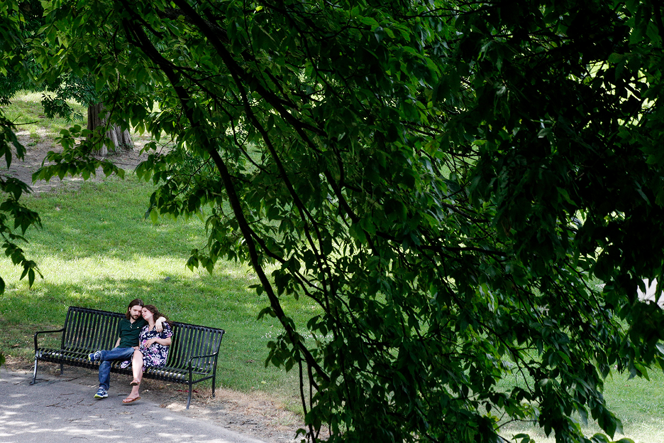 maternity-documentary-session-photo-new-mom-dad-park-bench-sitting-north-ms.jpg