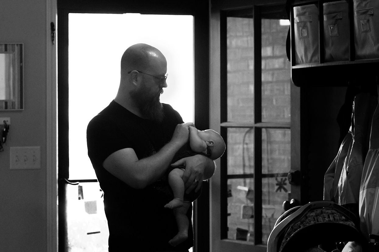 newborn-photo-session-oxford-ms-dad-son-black-white.jpg