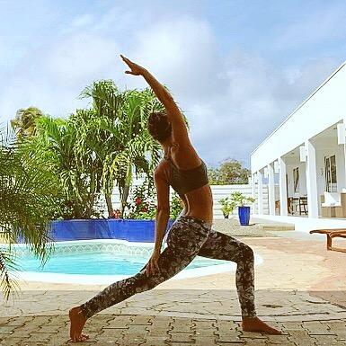 Poolside morning yoga 🧘♀️🌴✨🧜🏼♀️ #letslove #aruba #earlytorise #yogaallday #warrior #mermaid #bendsoyoudontbreak #water
