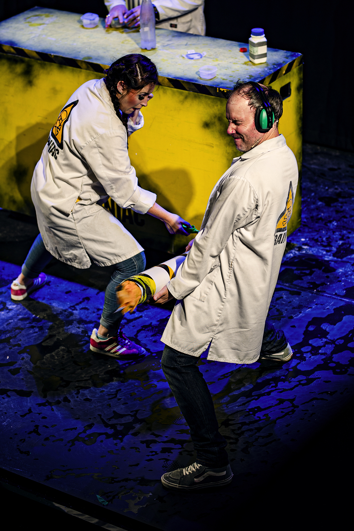 Actors Maggie Frazer and Rik Warren in Brainiac Live