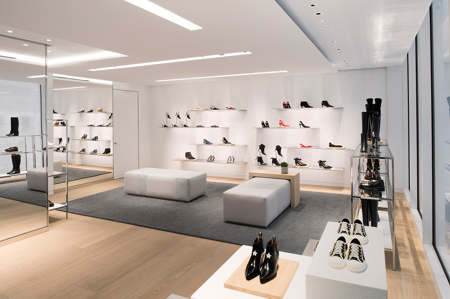 Dior-Content-04-interior-second-floor-shoess.jpg