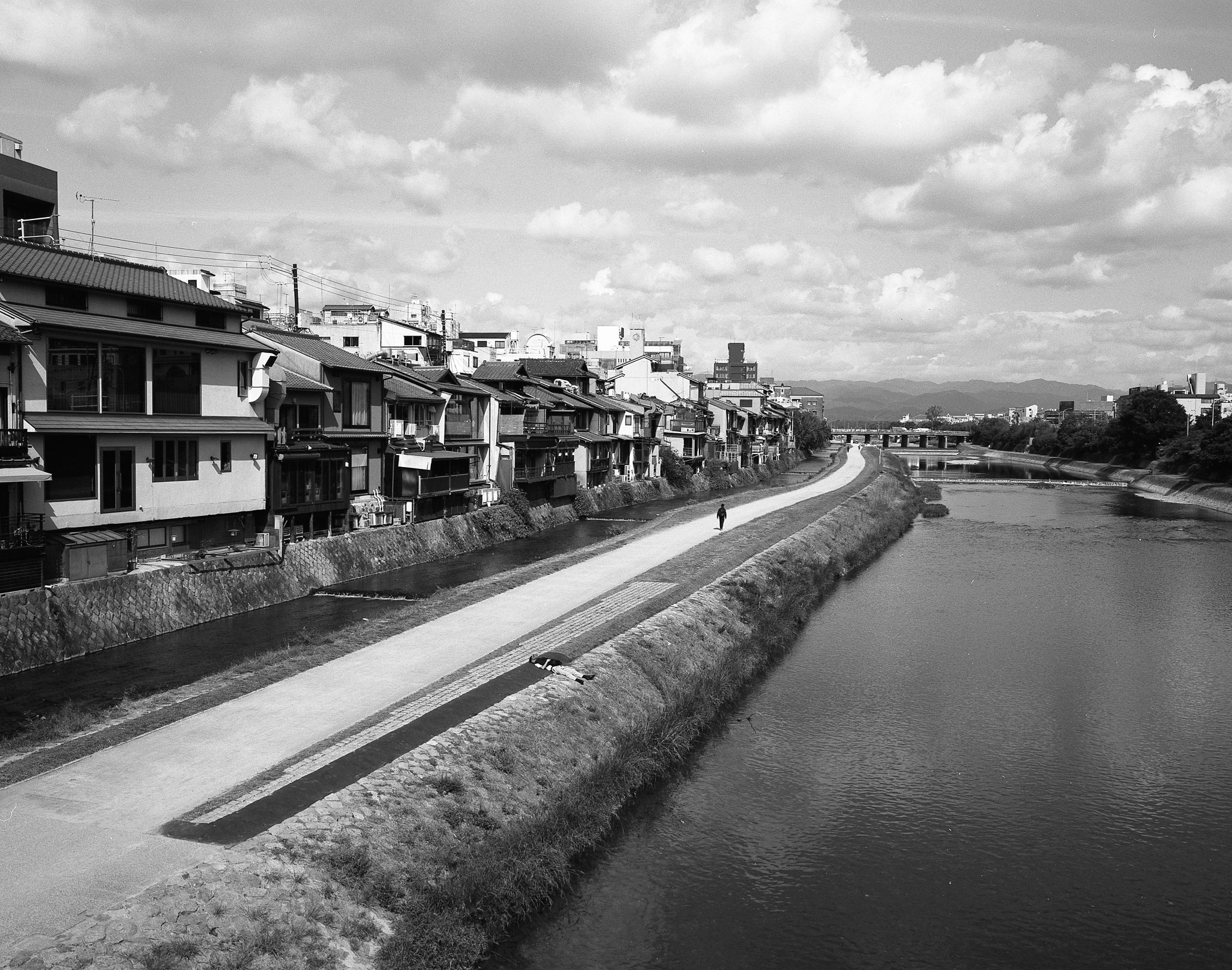A bridge in Kyoto (Mamiya 7ii Ilford HP5+)