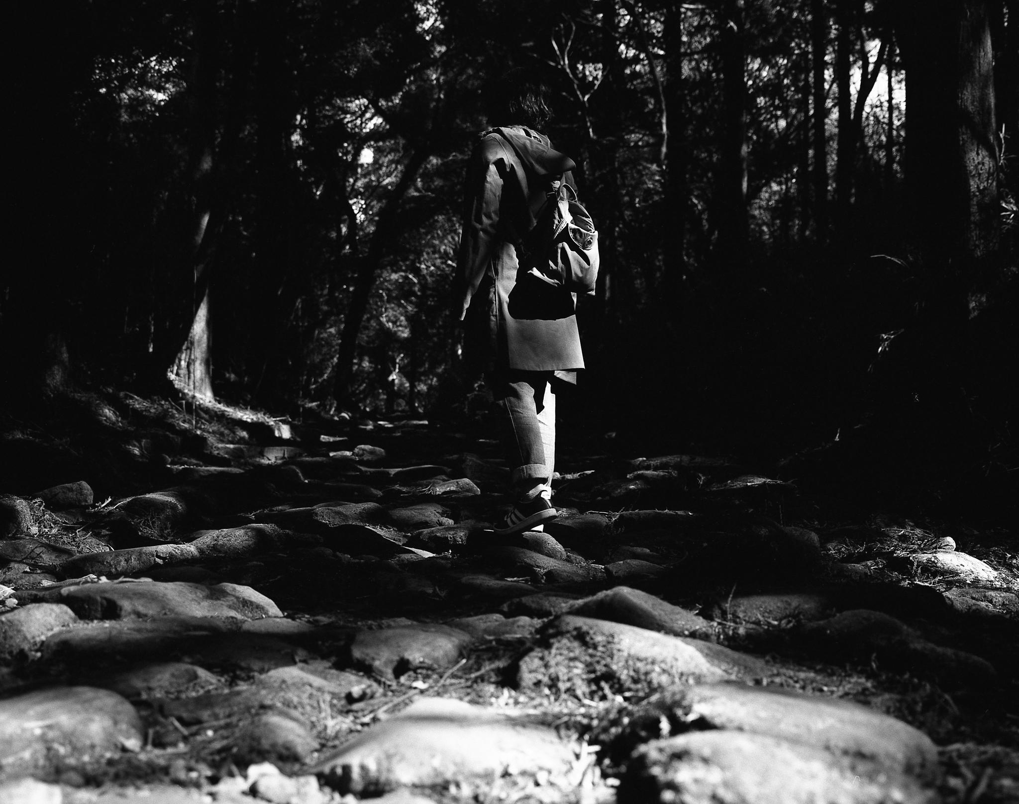 Hiking the ancient Edo trail (Mamiya 7ii Ilford HP5+)