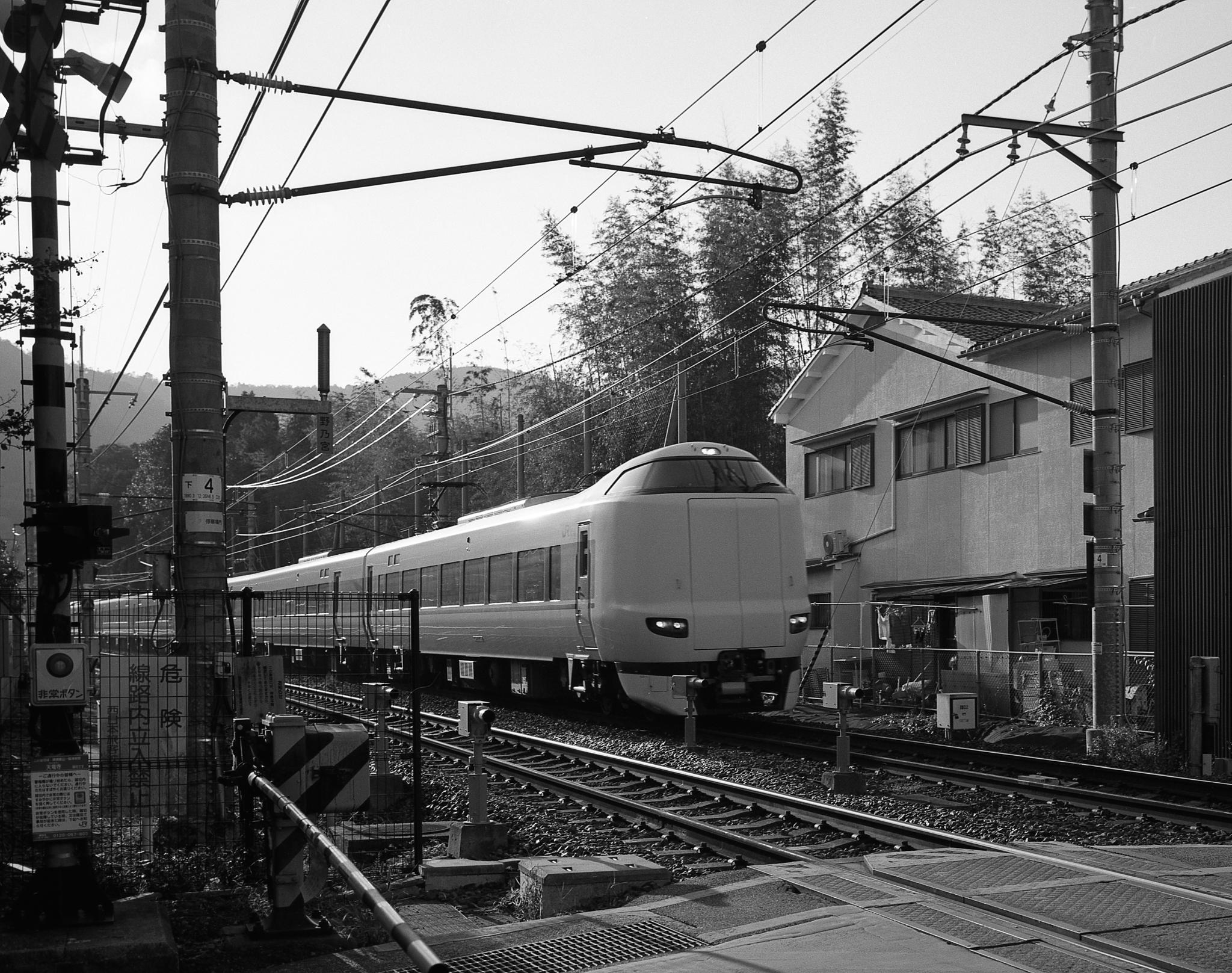 Train in Ikebukuro (Mamiya 7II Ilford HP5+)