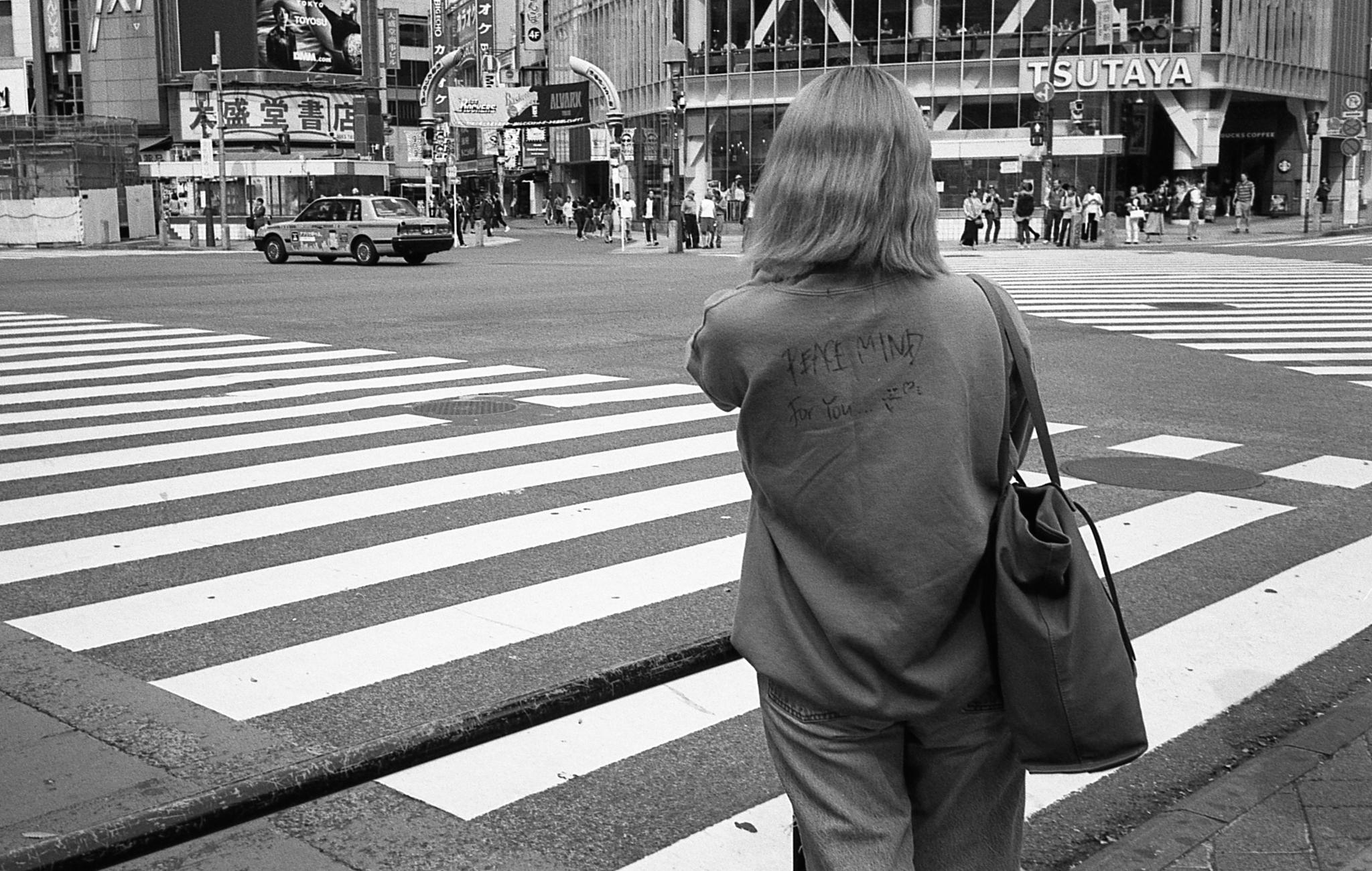 Girl crossing (Olympus Mju-II Ilford HP5+)