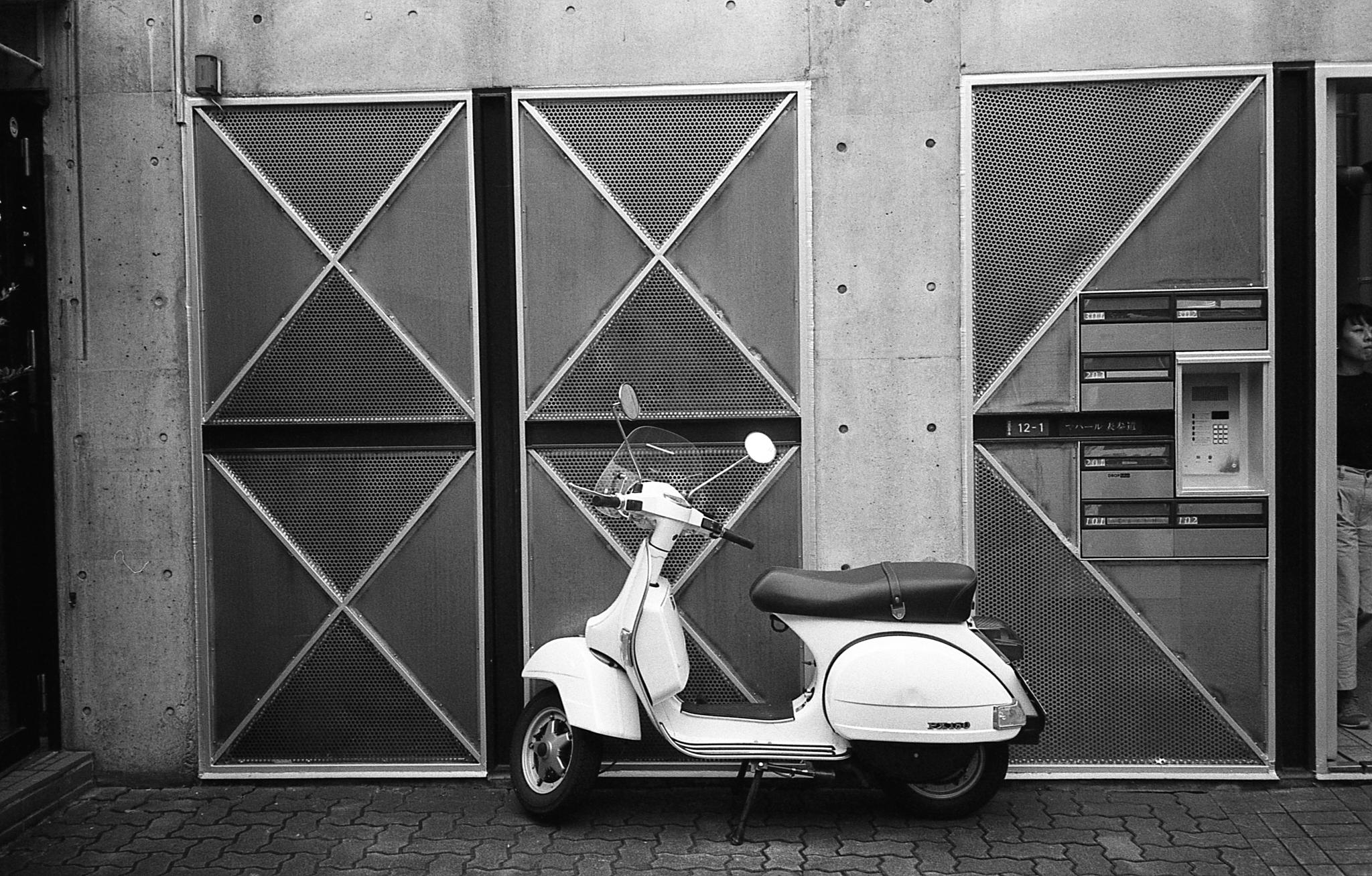 Parked scooter near Cat Street in Tokyo (Olympus Mju-II Ilford HP5+)