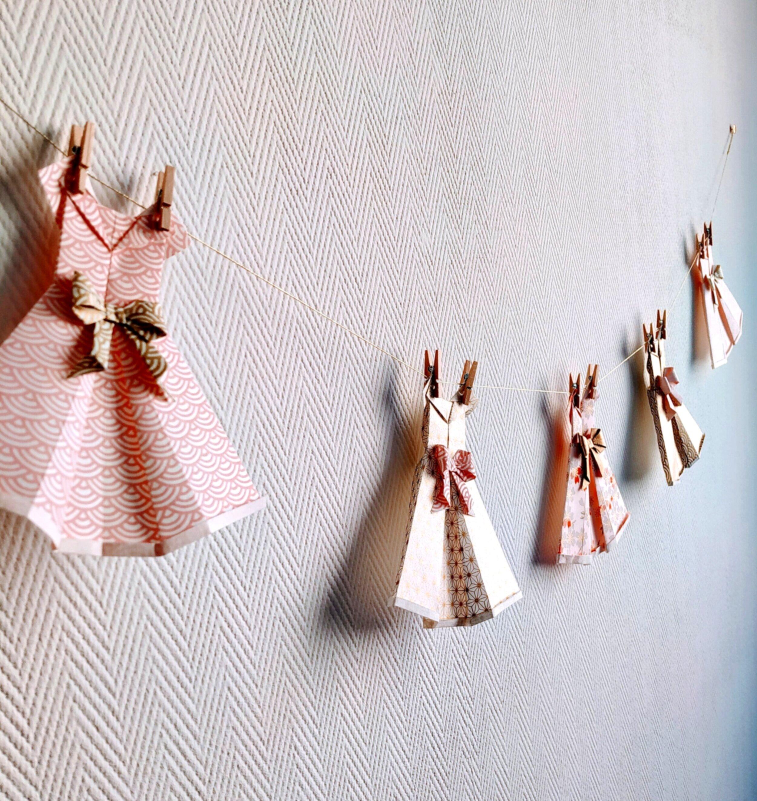 Décoration chambre fille robes en papier origami personnalisable — Petipli,  bijoux et décorations en origami et papier japonais