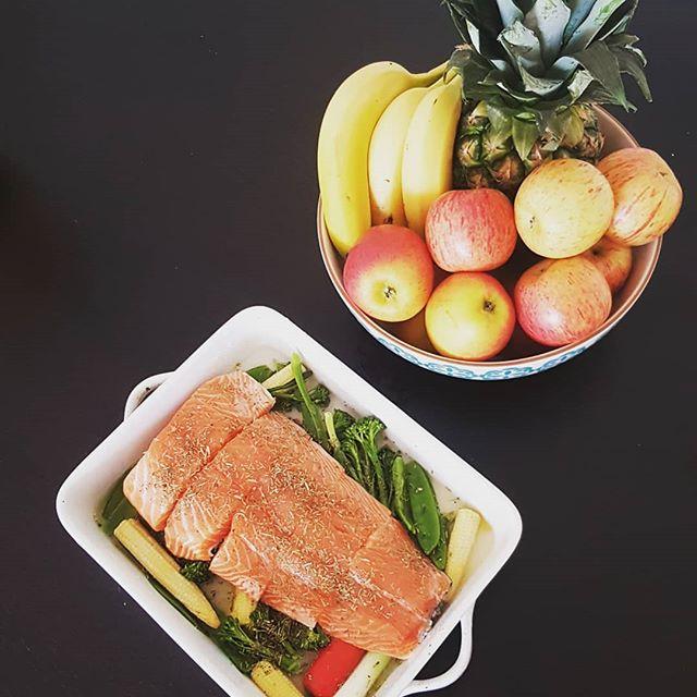 Sunday chef 👨🍳🔪🍣🐟🍓 #cooking #cheflife #homemade #cooks #kitchen #cuisine #salmondinner #yummymummy #foodie #foodporn #foodphotography #fruitsbasket #sundayfunday #chill