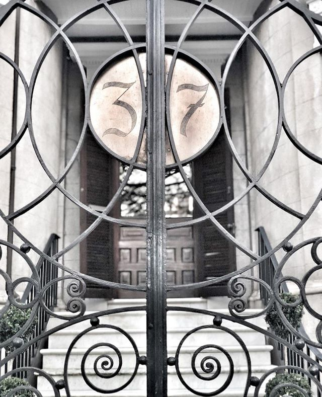 It's a beautiful day in Charleston! Just taking a moment to appreciate the stunning craftsmanship that goes into the old iron gates surrounding many homes in the historic district. Thankfully, the skills required for such work are being preserved by organizations like @buildingartscollege - the only four year college in the country dedicated entirely to preserving historic building trades 🖤 . . . . .   #charleston #charlestoncharmed #explorecharleston #goodbones #lowcountry #oldhouses #history #oldhouse #oldhouselove #historichouses #househistory #historynerd #historiccharleston #thisoldhouse #girlboss #allthecoffee