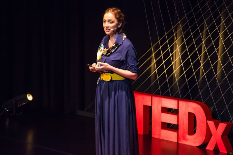 Anastasia-Dedyukhina-talking-at-ted-01.jpg