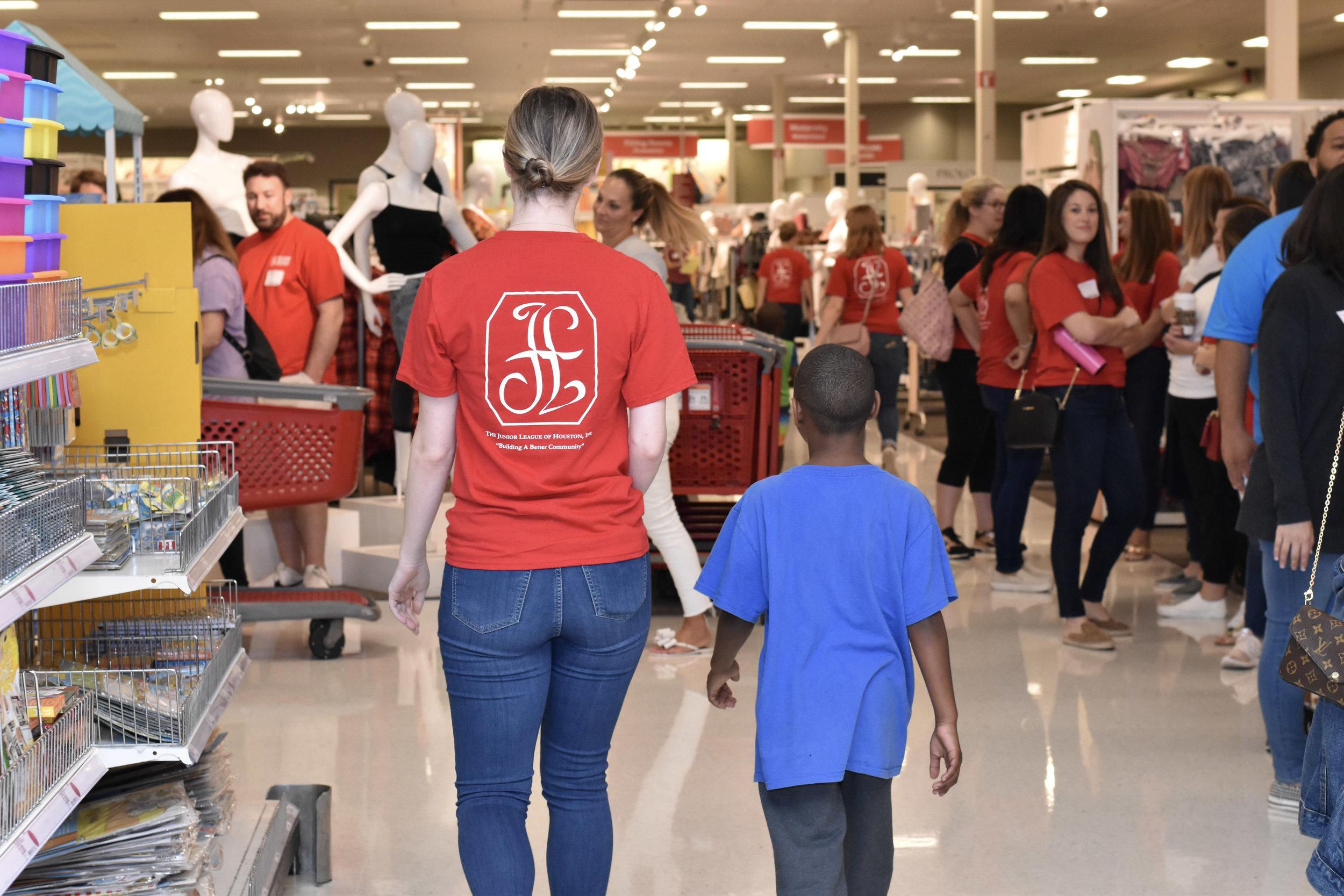 League Members Shopping_01.jpg