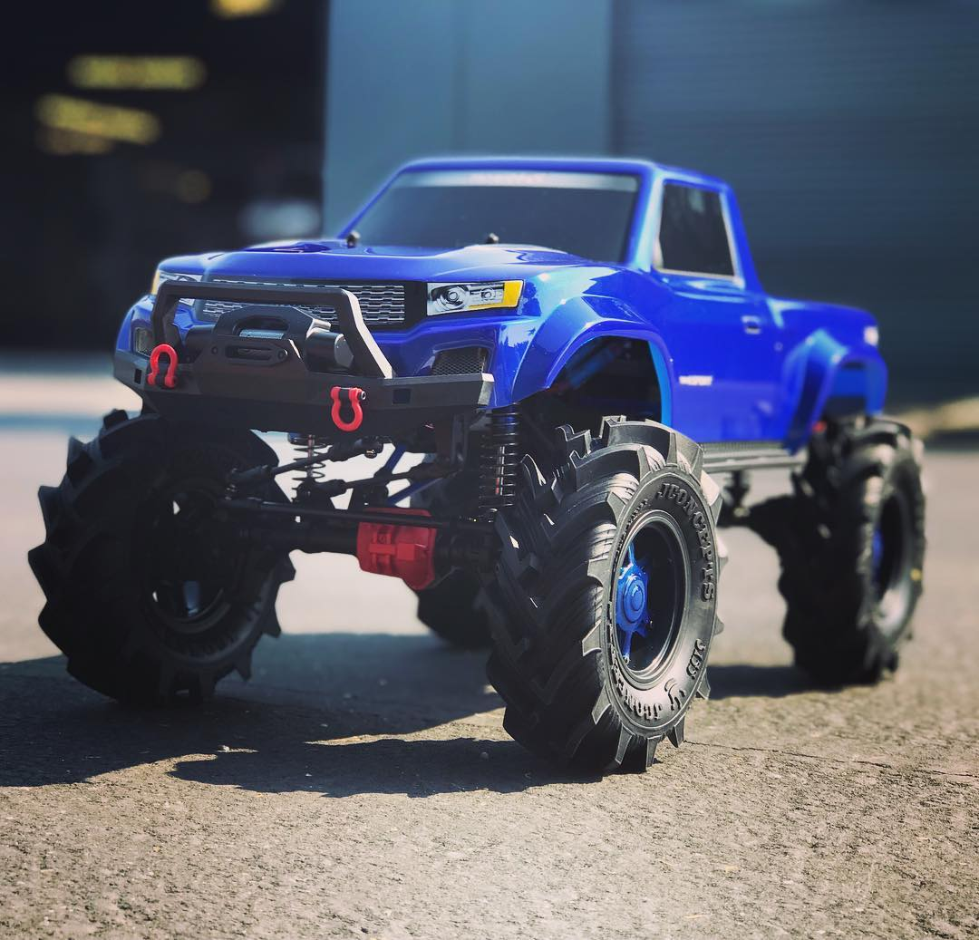 TRX4 Mega Mud Truck - Taking a Traxxas TRX4 Sport and converting it to a killer mega truck using the Traxxas Lift kit and JConcepts Fling King tires with some big brushless power!