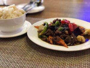 Neur Pad Tao See (Beaf in Black bean sauce) and Khao Neaw (Sticky Rice)