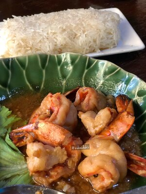 Gung Tod Krateam (Sautéed Shrimp with Garlic and White Pepper Sauce) with Sticky Rice