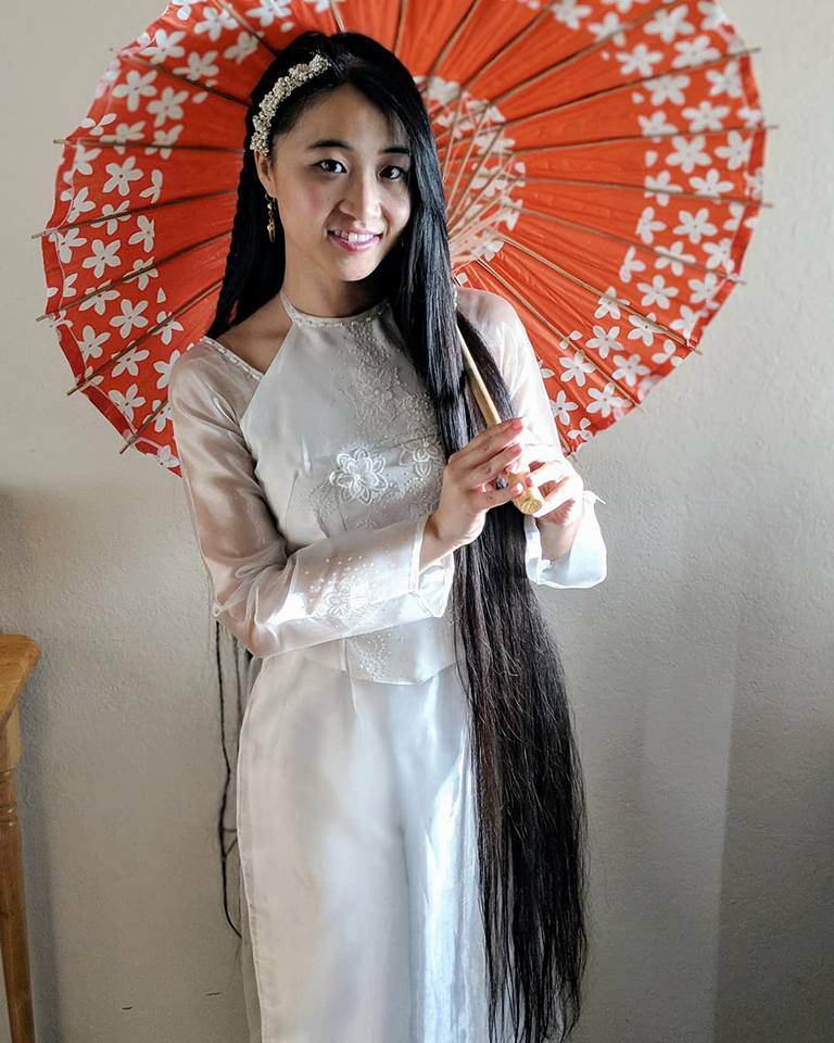 Xanthe_Huynh_Traditional_Dress