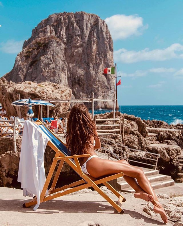 @izabelgoulart is giving us all the travel inspo we needed this summer 🍝🇮🇹