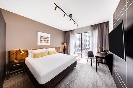 vibe-hotel-sydney-master-family-suite-bedroom-king-02-2018.jpg