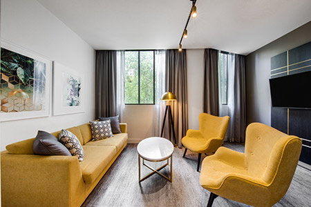 vibe-hotel-sydney-deluxe-suite-king-and-sofa-lounge-room-04-2018.jpg