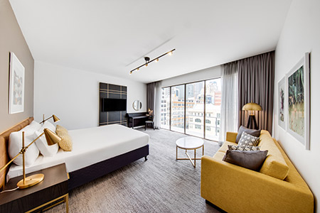 vibe-hotel-sydney-executive-room-bedroom-king-02-2018.jpg