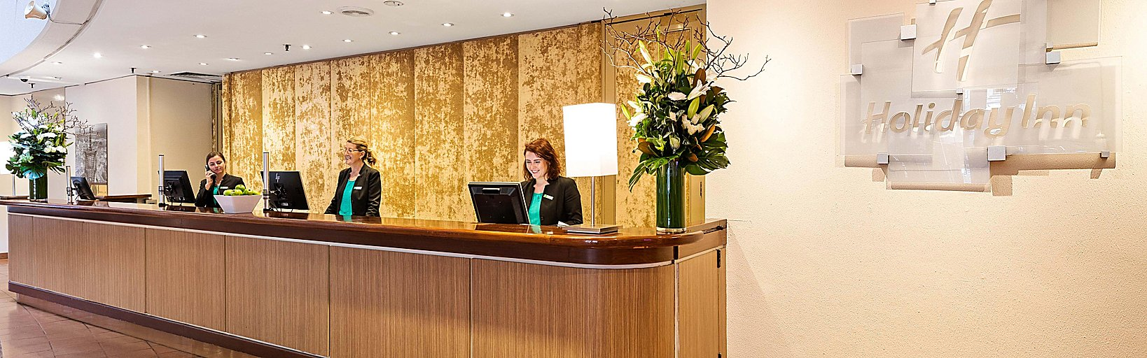 holiday-inn-sydney-6062713985-16x5.jpg