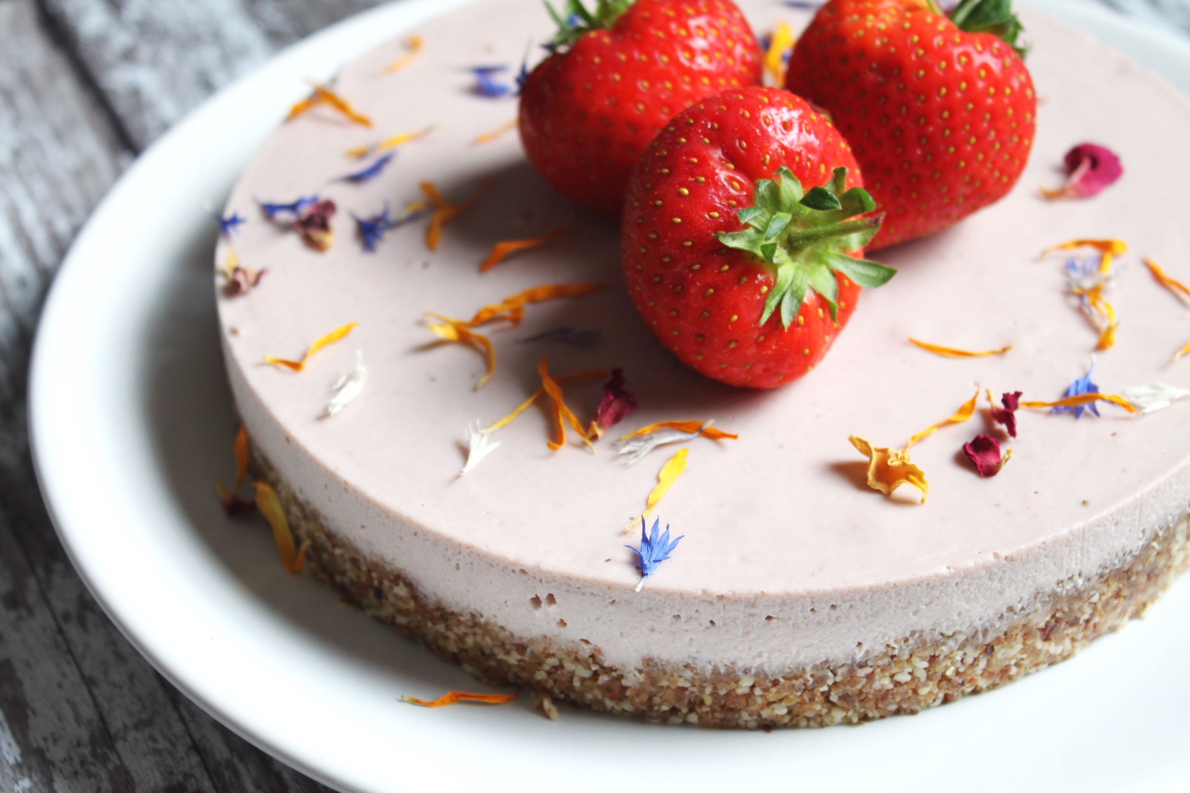 Strawberry+Cheesecake+Vegan+Nourish+by+Rebecca.jpg