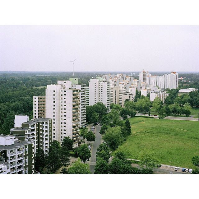 Stadt am Rand pt. III  #allcitiesarebeautiful  #somewheremagazine  #filmisnotdead  #analogphotography  #sattelitecity