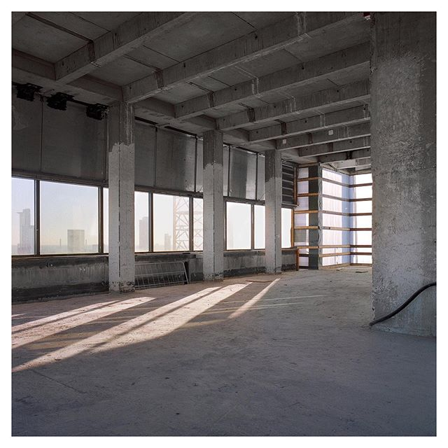 Documentation of a reconstruction in Frankfurt for @kspjuergenengelarchitekten  #documentingspace #filmphotography #mediumformat #kodakportra400 #staybrokeshootfilm