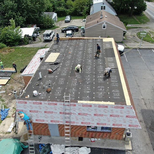 New Gas Station Roof Installation in progress! #rubberroof #roofing #roofinglife #roofingcontractor #roofingcompany #614 #exteriors #ohio