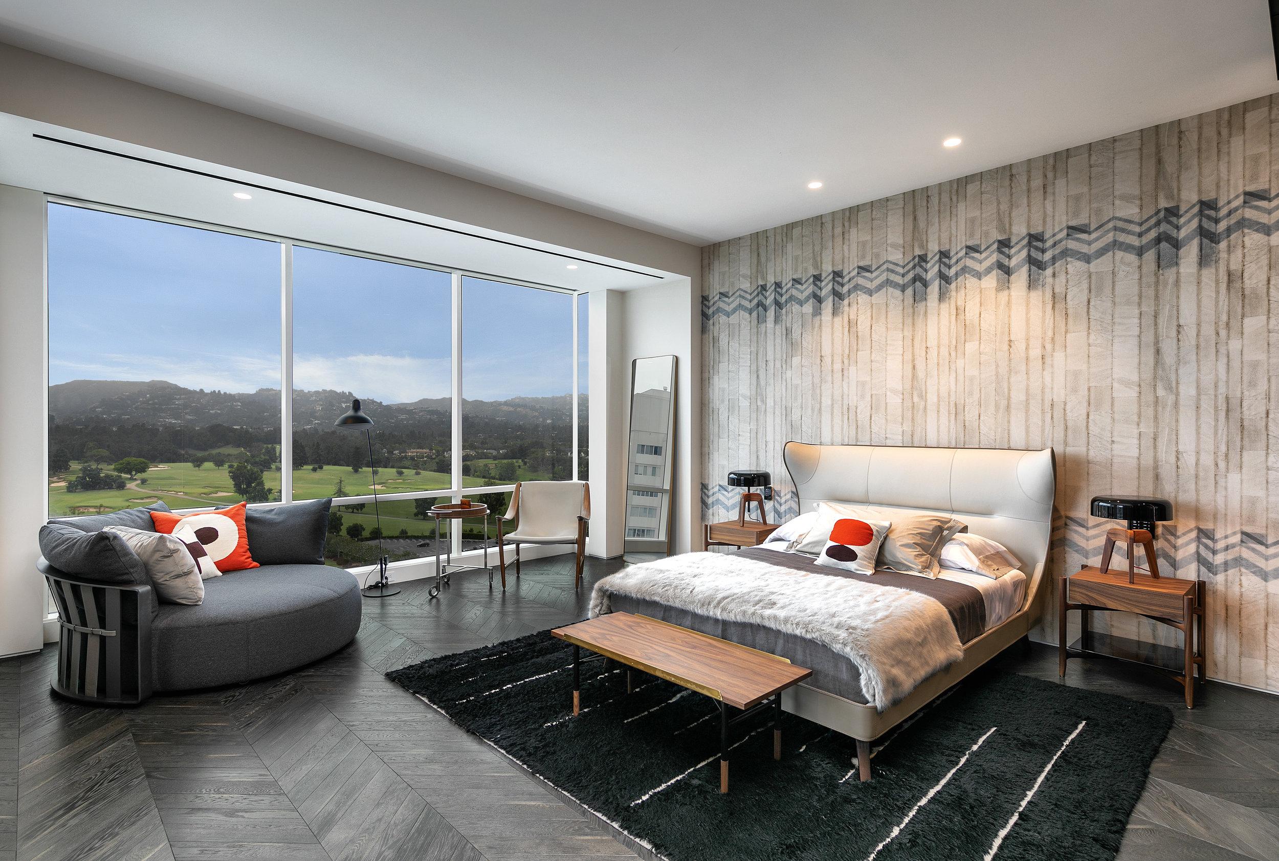 18-Bed-2-Jr. Suite-1800.jpg