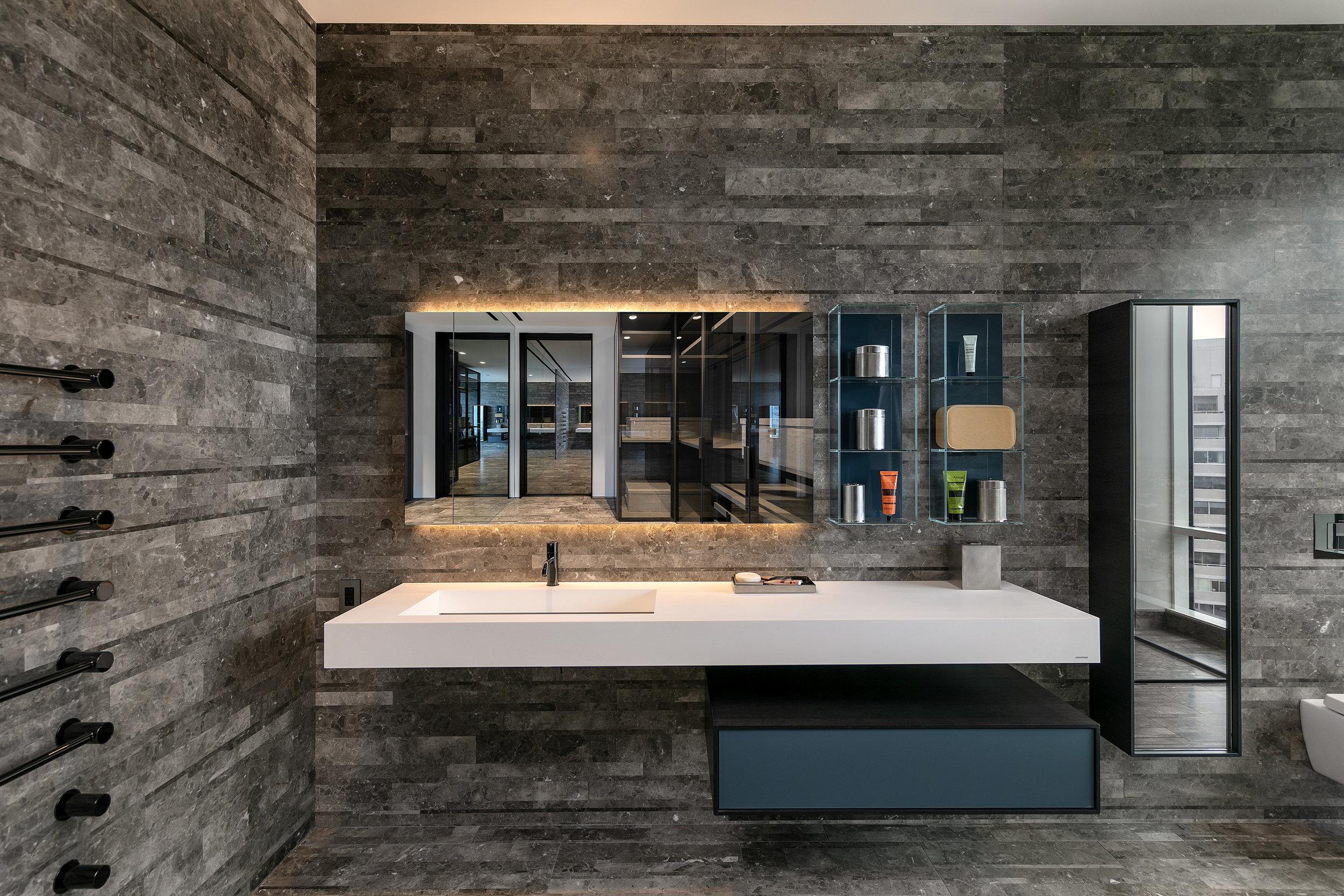 19-Bath-2-Jr.Suite-1800.jpg